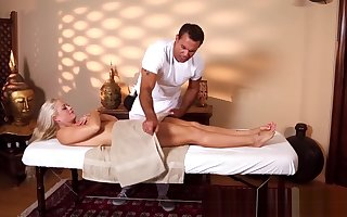 Rub down tender stunner pussyfucked unconnected with masseur