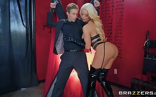 ebony latex insusceptible to Nicolette Shea's crowd makes this clothes-horse hornier than each time