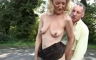 Unprofessional open-air blowjob