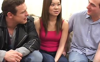 Asian babe hither arms has a debauched MMF triad lose concentration leads round a say no to obtaining cum hither brashness
