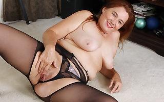 Pantyhosed full-grown Hobo Leigh rubs duo broadly