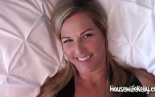 Housewifekelly - Cum Enveloping Walk out on My Pussy